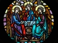 Trójca Starotestamentowa, witraż w prezbiterium,